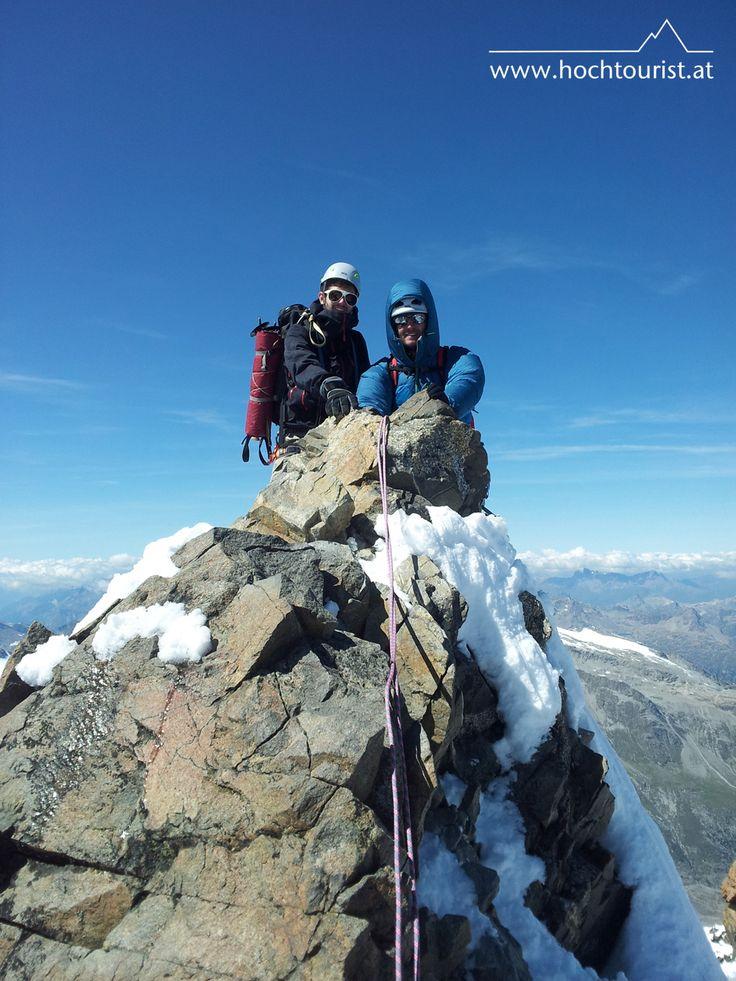 Himmelsleiter mit Wartezeit am Piz Bernina (4048m) by @Hochtourist #Schweiz