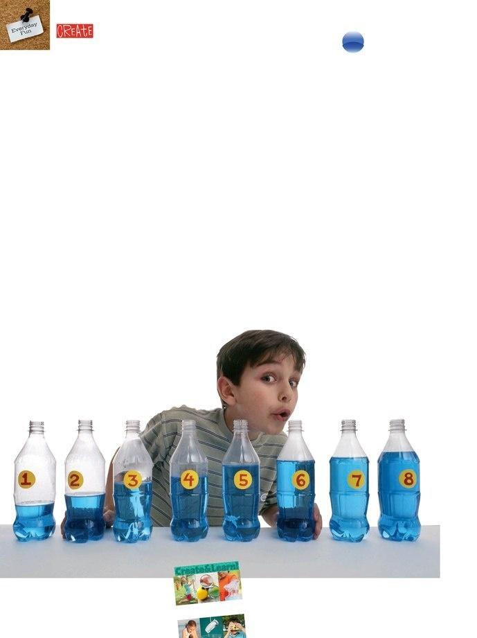 Des bouteilles en plastique que l'on remplit plus ou moins d'eau.  Alignez-les et soufflez dedans pour créer des mélodies !