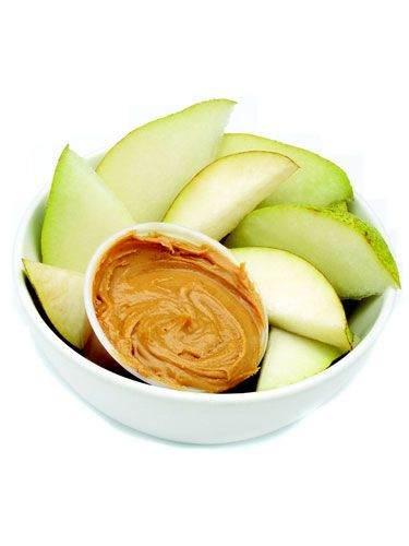 Apples & Peanut-Butter A fruit-protein balanced snack is super filling without weighing you down. Foods with sodium are known to cause bloating, so go for all-natural peanut butter for a more satisfying snack.