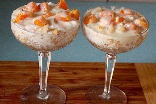 Фруктовый десерт (сгущенка, мороженное, сметана, печенье, фрукты)