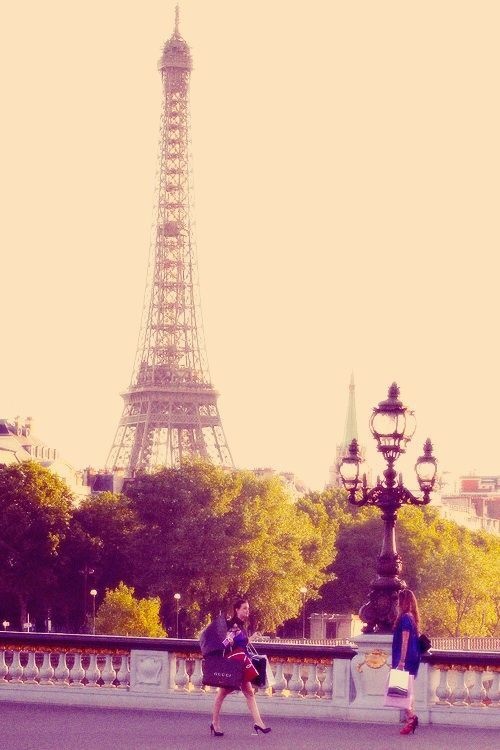 When everything is going down... WE STILL HAVE PARIS ❣