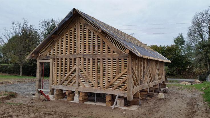 Charpentier Normandie – Charpente traditionnelle – Lattage des colombages pour la pose du torchis – Francis Plagnol – Charpentier Normandie