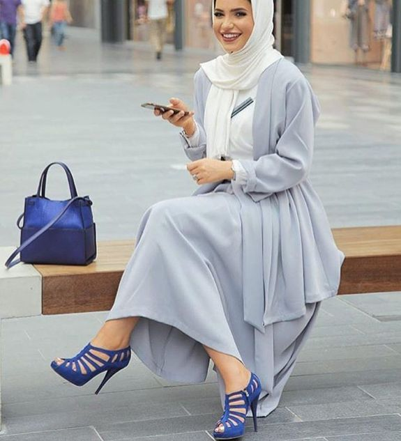 Pinterest: @eighthhorcruxx. Pale blue and white with royal blue heels and bag. Fa6ma7sam