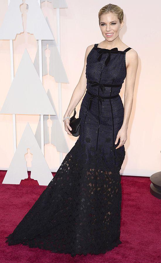 Sienna Miller (Peter Copping para la casa Oscar de la Renta)