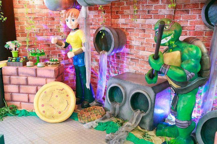 Decoração com esculturas da festa Tartaruga Ninja