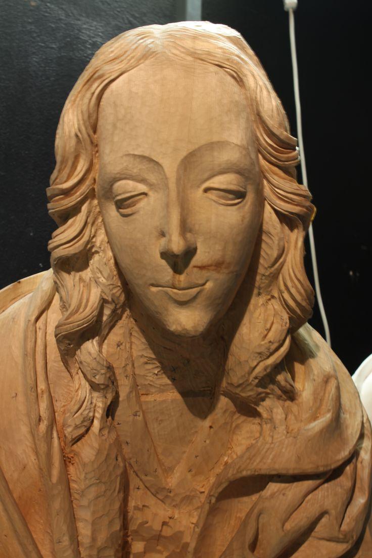 (vyrezávanie segmentu gotickej sochy Madony od Majstra Pavla z Levoče z oltára narodenia Pána) (lipa, 13.03.2016 )  Stanislav Kľúčik