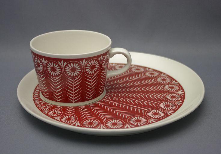 Arabia, Peacock, coffee cup and plate  I  kahvikuppi ja asetti Riikinkukko,  Raija Uosikkinen