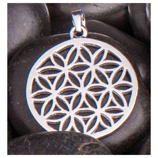 925 Sterling zilver De levensbloem creëert een harmonieus, trillend veld. Is in staat onze blokkades op te heffen en levensenergie vrij te maken. Draag de beschermende levensbloem elke dag op je lichaam. Ø 25 mm