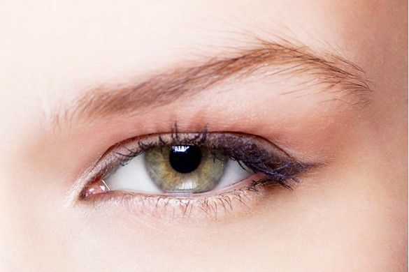 5 Ways to Make Your Eyes Look Bigger With Makeup via @byrdiebeauty