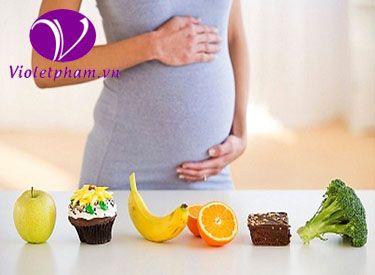 Mang thai khiến cơ thể mẹ bầu cần bổ sung hàm lượng dưỡng chất cao cho cơ thể cũng như sự xuất hiện của hormon thai kỳ progesterone, gây dãn và làm giảm hoạt động của nhu động ruột từ đó làm cơ thể mẹ bầu có nguy co bị táo bón rất cao. Lựa chọn những món ăn tốt cho hệ tiêu hóa và đảm bảo cải thiện tình trạng táo ở mẹ bầu rất quan trọng để tránh trường hợp mệt mỏi, ăn khó hấp thụ về sau. Hãy cùng Siêu thị mẹ và bé Violetpham cập nhật thêm thực đơn cho bà bầu nhé!