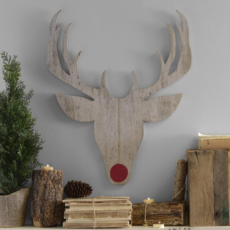 Santa wouldn't be able to deliver all the toys without his reindeer, especially the famous Rudolph! Celebrate this Christmas tradition with the Distressed White Reindeer Head Plaque.