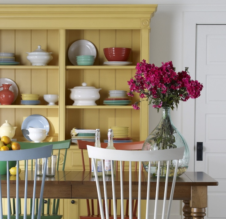 Every setting feels like a fiesta when bright pops of color are mixed in.