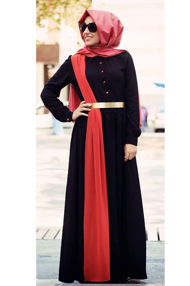 Çift renk şifon elbise Gamze Polat özel tasarım ürünü olup tesettürlü bayanların özel davetlerde şal ve ayakkabılarıyla kombin yaparak şıklığını noktalayacağı bir tesettür elbise modelidir.