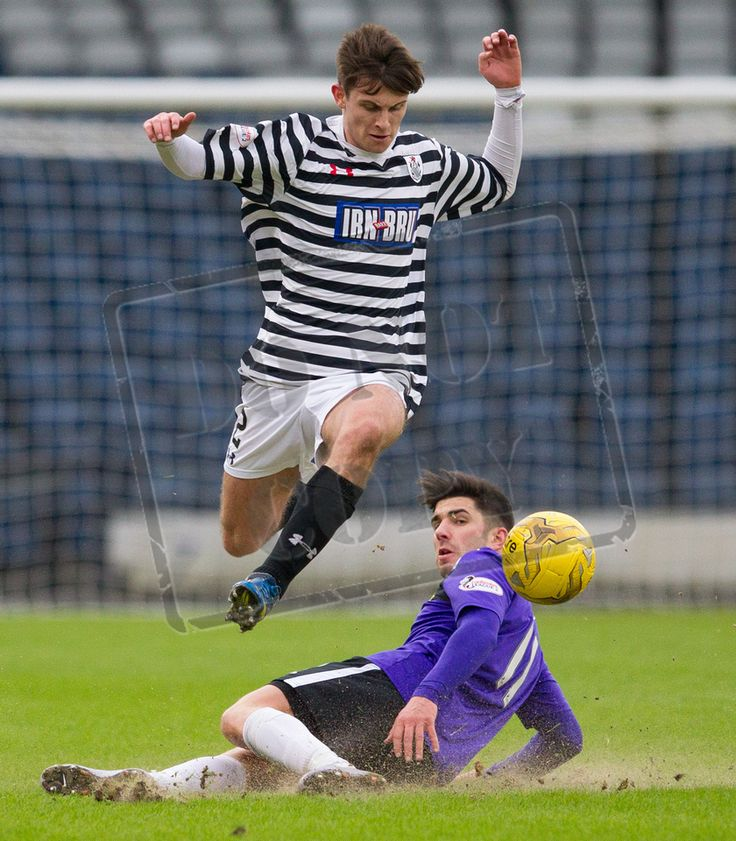 Queen's Park's Gavin Mitchell on the ball during the SPFL League Two game between Queen's Park and East Fife