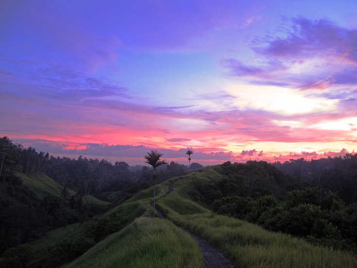 Dusk along Campuan Ridge, just outside central Ubud. [shot with my Canon G12]