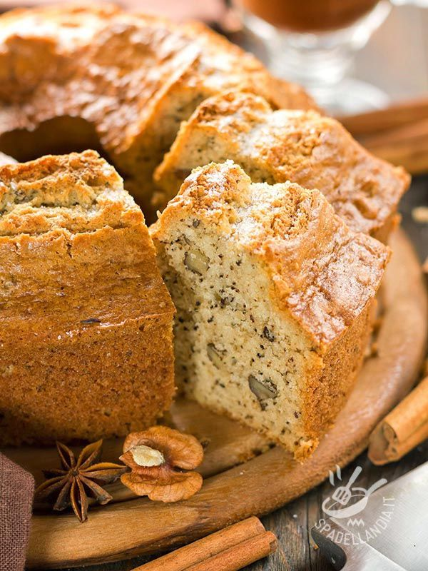 Bundt Cake with walnuts - Le ciambelle hanno il sapore dei dolci di una volta, preparati con ingredienti genuini. Come questo Ciambellone alle noci, cannella e semi di papavero!