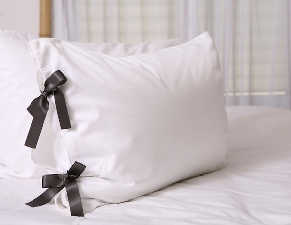 bow-tie pillow case - so easy & cute! Useful things Pinterest