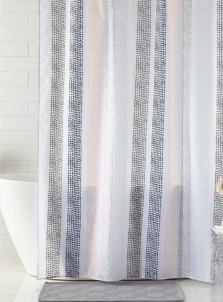 A Canadian design by Samantha Pynn exclusively for Simons Maison The playful, organic line pattern of the Noah's Lines shower curtain is perfect in any bathroom. The multicoloured stripes in soft Spring hues make it super versatile with endless pairing possibilities. - 180 x 180cm