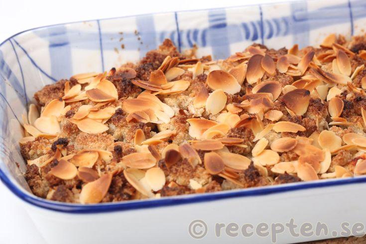 Recept på LCHF-äppelpaj. Gott och enkelt med få kolhydrater - utan socker och vetemjöl. Mums!