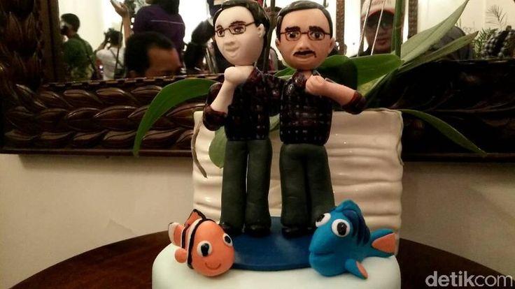 Ahok Dapat Kue Miniatur Dirinya dan Ikan Nemo dari Warga