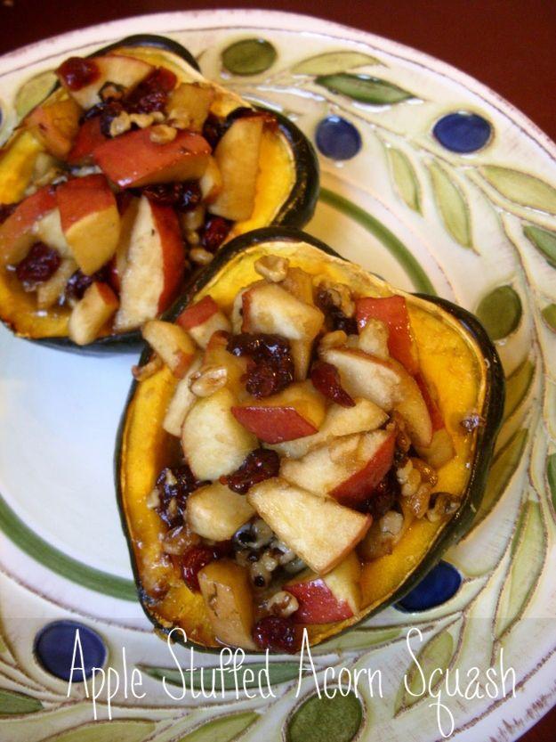 Apple-Stuffed Acorn Squash / 41 Delicious Vegan Thanksgiving Recipes (via BuzzFeed)