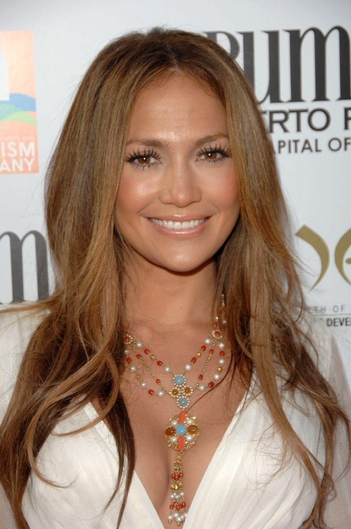 Jennifer kept it simple with a long and straight light brown hairstyle in 2007. Photo: Everett Collection / Shutterstock.com
