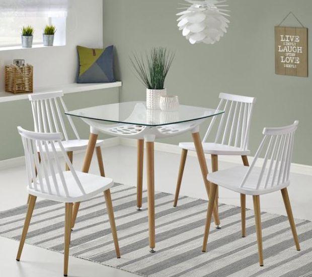 Stół Tonic to niewielkich rozmiarów stolik o kwadratowym blacie. Idealny dla czteroosobowej rodziny w niewielkim mieszkaniu.    #stolik