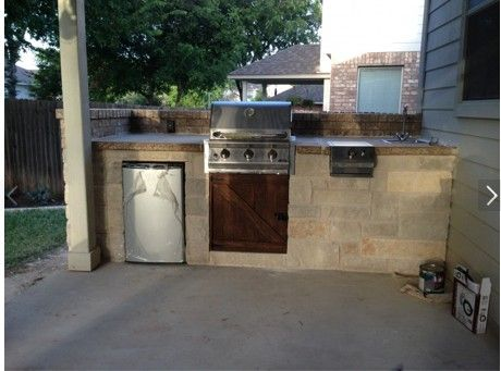 perfect size outdoor kitchen for small backyards.
