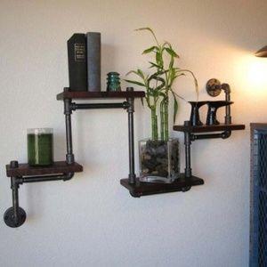 Snygg vägghylla/lampa gjord av galvade rör.