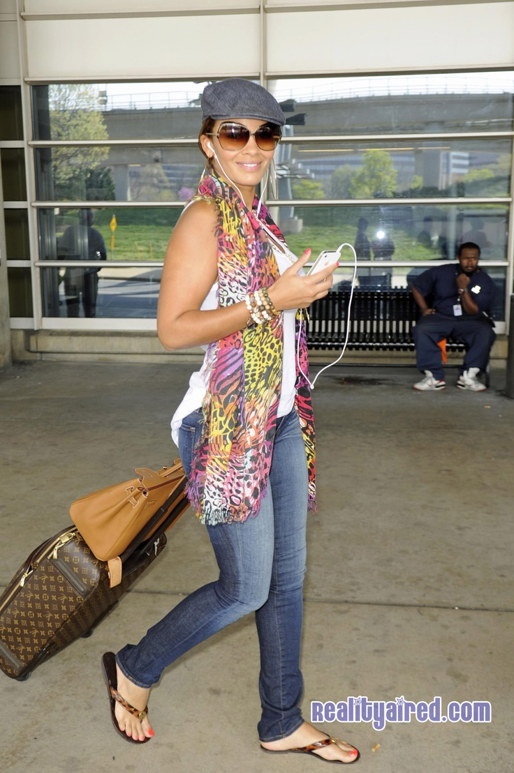 Evelyn Lozada makes walking through a DC airport look good