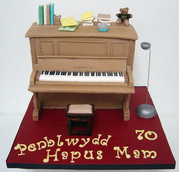 Upright Piano Cake Upright piano cake.Penblwydd Hapus Mam is Welsh for Happy Birthday Mum.