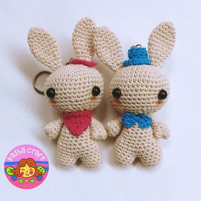 Bunny Keychain  Tinggi 10cm Lebar 4 cm  Pattern by blackhatllama  #amigurumi #boneka #bonekarajut #doll #crochetdoll #hobi #hobby #instacrochet #instacraft #puppe #häkelpuppe #haken #häkeln #kadolucu #kadounik #amigurumiaddict #handmadebyme #amiguruminstagram #kashacraft #katalogkashacraft #exploreindonesia #exploresurabaya #exploresidoarjo