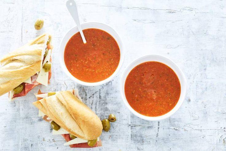 Snelle gazpacho met stokbrood