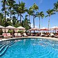 Malulani Pool | マルラニ・プール  ホーム > アクティビティ > マルラニ・プール 美しいワイキキビーチと青く光る太平洋を望むマルラニ・プール。プールサイドの贅沢なラウンジ・チェアは、静かなひとときを過ごすには最適です。ご希望に応じてプライベート・プールサイド・カバナもご利用いただけます。また、ロイヤル ハワイアンと隣接する姉妹ホテルのシェラトン・ワイキキの間に、ウォーター・スライドを備えたワイキキ最大規模のプール、「ヘルモア・プレイグラウンド」と、2つのオーシャン・フロントのジャグジーがございます。ファミリー向けのヘルモア・プレイグラウンドは、お子様にも大変人気のプールエリアです。