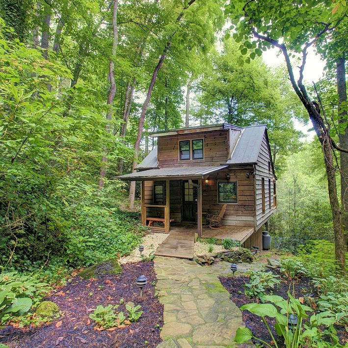 Find romantic North Carolina mountain cabin rentals near Asheville in the Blue Ridge Mountains