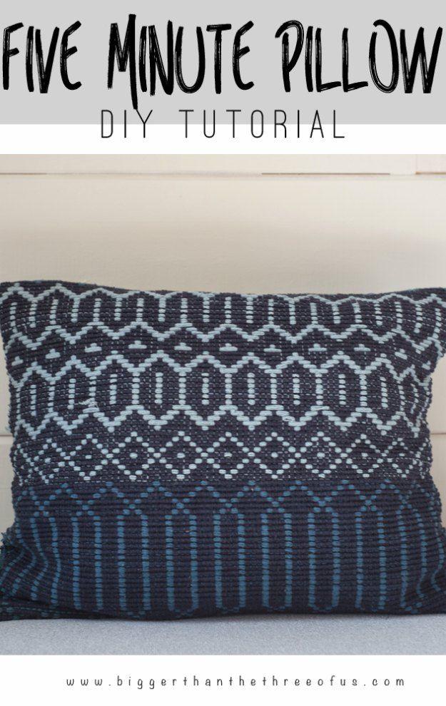 Projetos de costura para a casa - DIY 5 Minute Woven Pillow - grátis Padrões de costura DIY, idéias fáceis e tutoriais para cortinas, estofados, guardanapos, almofadas e Decor http://diyjoy.com/sewing-projects-for-the-home