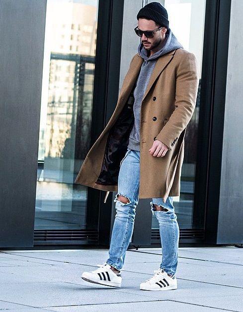 Adidas Superstar, Macho Moda - Blog de Moda Masculina: Looks Masculinos com Adidas Superstar, pra inspirar! Calça Rasgada, Calça Skinny Jeans, Coat Longo, Sobretudo, moda masculina, Touca Borda Dobrada