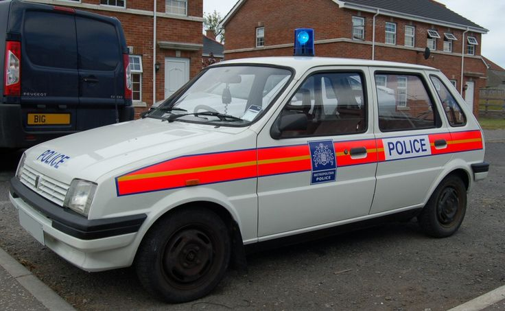Austin Metro Mk2, 5 door, police car, some bugga has whipped off with his wheel caps, no respect, lol