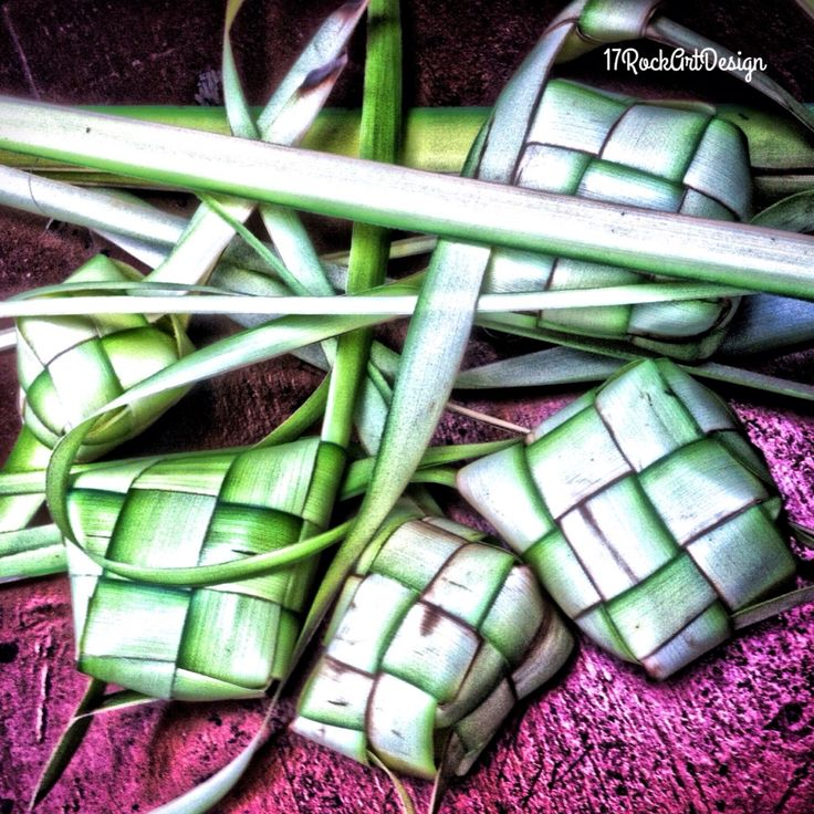 Sebelum memakannya terlebih dahulu buat dulu #ketupat #iphonesia #iphoneography #indonesia #SimplyHDR #Pixlr #creaticapp #17rockartdesign #photography #creatic #hdr #hdr_pics