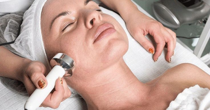 O uso do Botox para tratar dores no nervo facial. O Botox é mais associado a tratamentos cosméticos devido a sua capacidade de eliminar linhas e rugas superficiais, característica responsável por tornar a sua aplicação um dos procedimentos cosméticos mais populares nos Estados Unidos, onde mais de 800 mil pessoas se submeteram a tratamentos com Botox no ano de 2000. Além disso, o Botox também ...