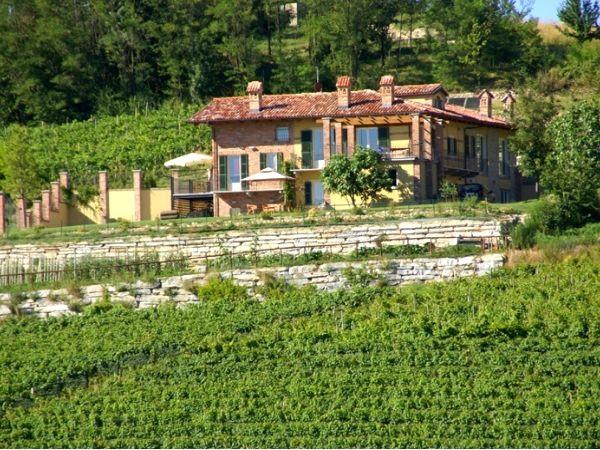 Ontdek Piemonte! Agriturismo met panoramisch uitzicht in de streek van de Barolo wijnen. https://www.italissima.nl/accommodatie/I7939