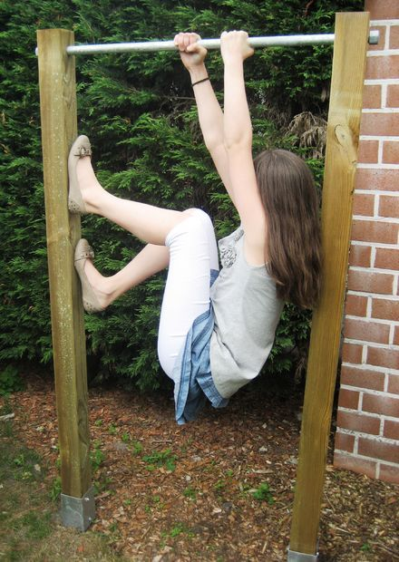 DIY pull up bar. Would be great for kids to play on!