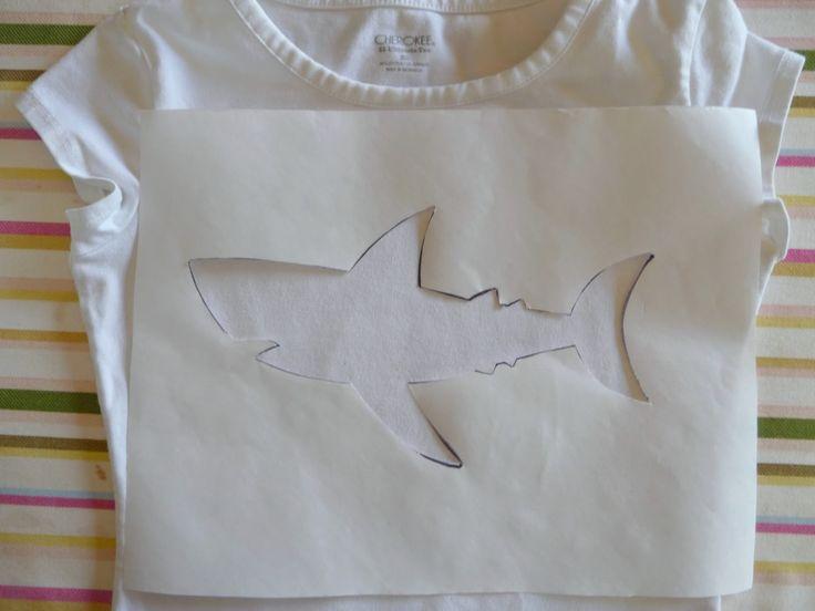 Interessante Camiseta Infantil Fácil de Customizar com Estêncil , Camiseta Infantil Fácil de Customizar com Estêncil Vira e mexe, na folga entre um trabalho e outro de costura,você gosta de fazer algo para seus... , Rogério Wilbert , http://blog.costurebem.net/2013/08/camiseta-infantil-facil-de-customizar-com-estencil/ ,  #camisetadecriança #CamisetaInfantilFácildeCustomizarcomEstêncil #camisetas #moldevazado #mostrar #papelestêncil #papelfreezer #tiaras #vestidinhos