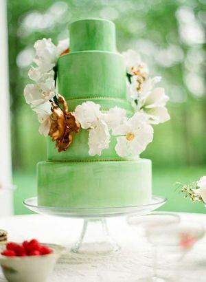グリーン×ホワイトで爽やかな印象のケーキ。個性的な結婚式のウェディングケーキまとめ一覧♡