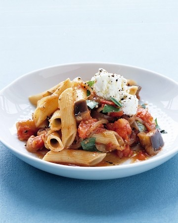 <<<                 >>>        Penne alla Norma  This spicy Sicilian pasta dish combines onion, garlic, eggplant, tomatoes, basil, and ricotta cheese.
