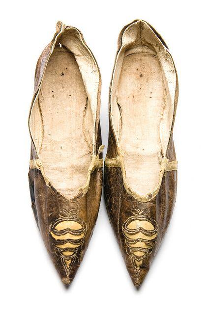 Kid shoes, 1795-1805. Charleston Museum