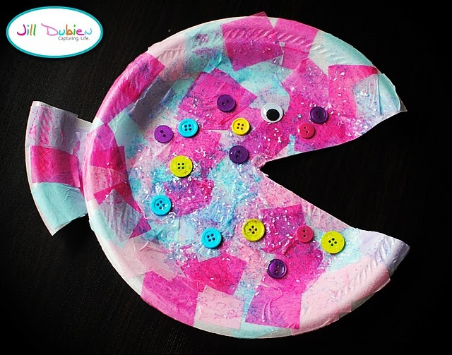 Paper plate fish great for making rainbow fish for Fish crafts for preschoolers