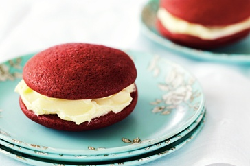 Red velvet whoopie pies via taste.com.au http://www.taste.com.au/recipes/28208/red+velvet+whoopie+pies