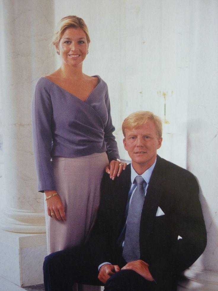 Officiële foto naar aanleiding van hun voorgenomen huwelijk op 02-02-2002.