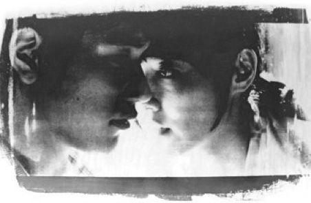 """"""" Forse noi due ci cercavamo molto più di quanto noi stessi pensassimo. E così abbiamo finito per prendere la strada più lunga e più contorta. Forse io non avrei dovuto fare quello che ho fatto. Ma non ho potuto farne a meno. E volevo dirti che la sensazione di intimità e tenerezza che ho provato per te, è stata un'emozione che non avevo mai sentito prima nella mia vita"""". Haruki Murakami, """"Norwegian Wood"""""""